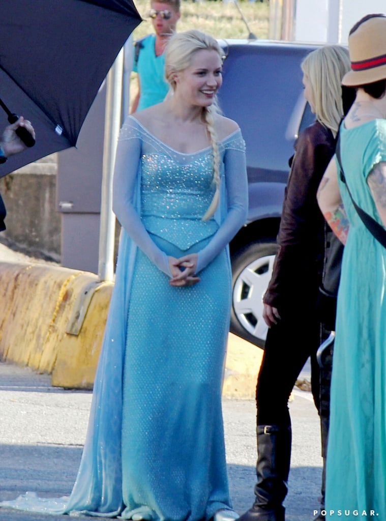 We got our first glimpse at Georgina Haig as Frozen's Elsa on the Vancouver Once Upon a Time set on Wednesday.