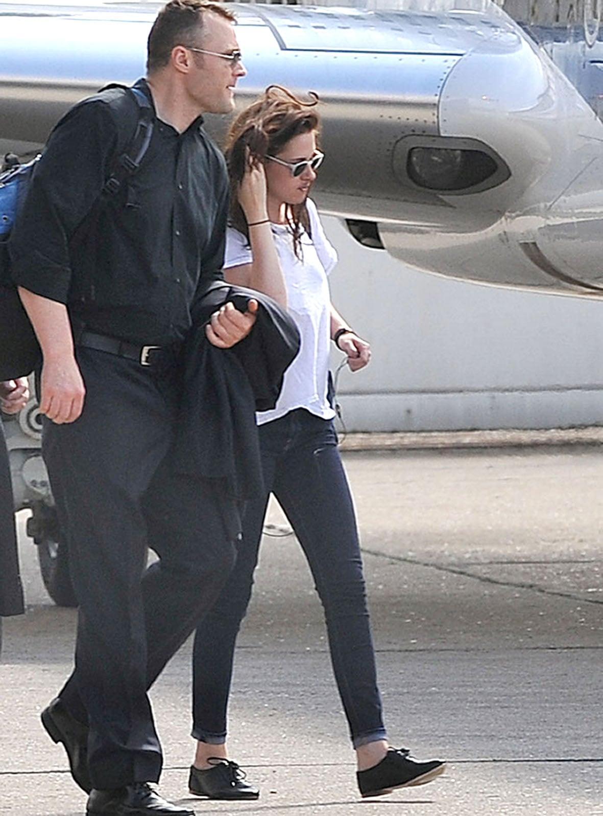 Kristen Stewart arrived for her flight out of Paris.