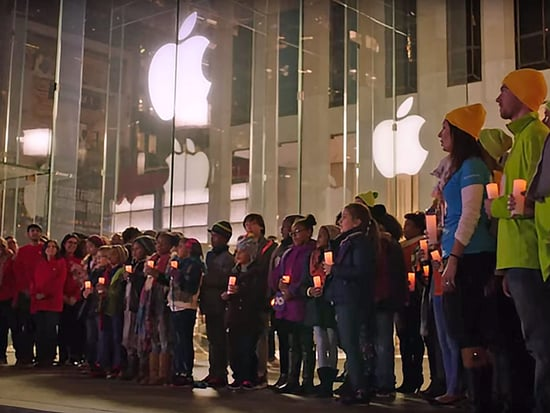 Microsoft Employees Serenade Apple Employees, Bring 'Peace on Earth' to Tech's Biggest Rivalry