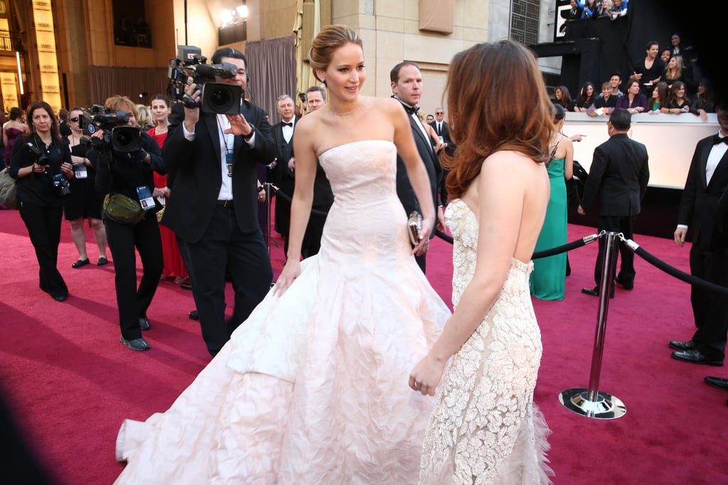 Jennifer Lawrence and Kristen Stewart had a candid moment on the red carpet at the Oscars 2013.