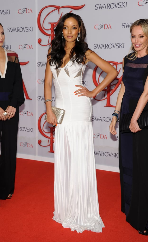 Selita Ebanks struck a pose on the red carpet in a white Hervé Leger gown.