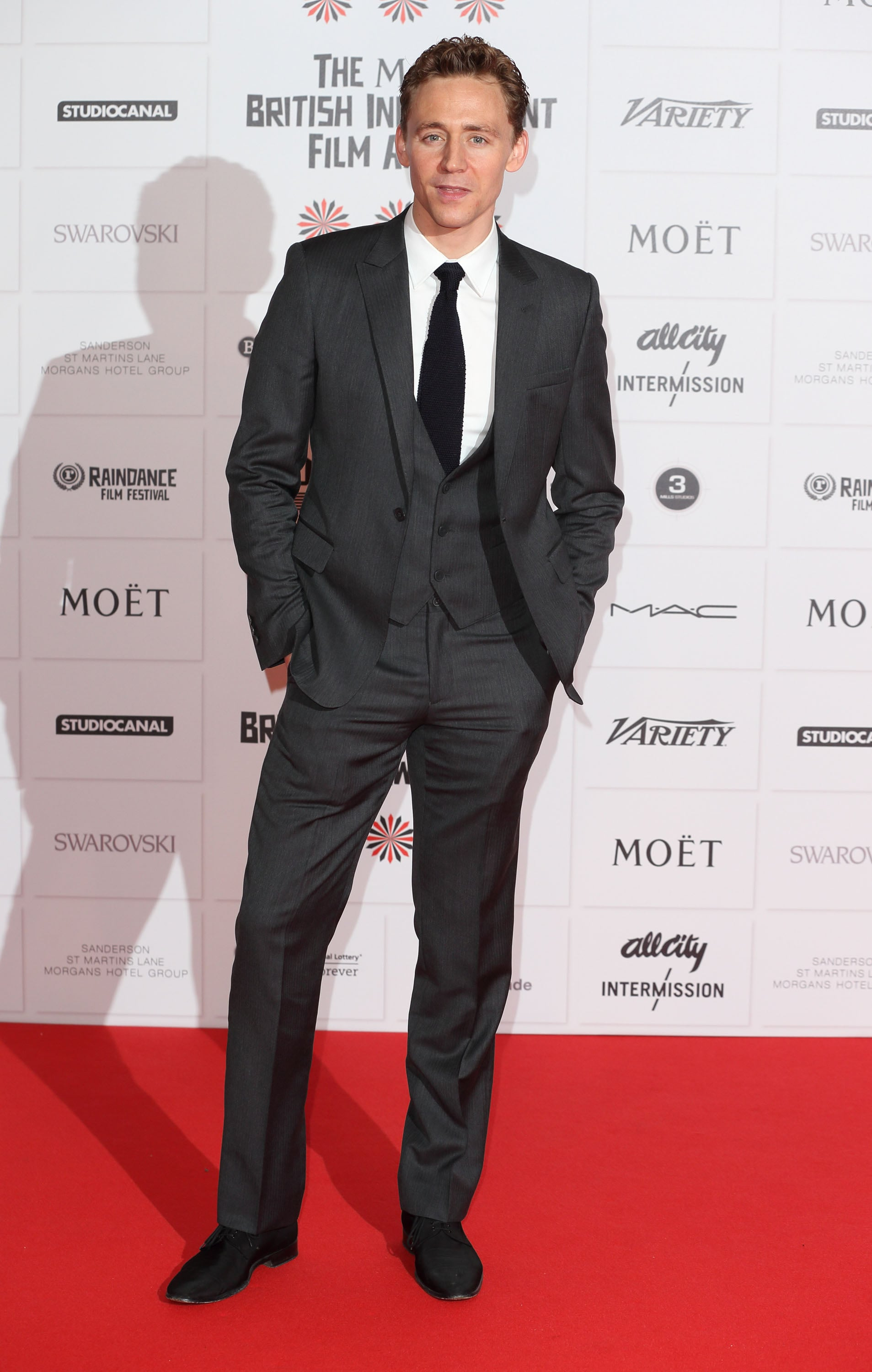 Tom Hiddleston posed on the red carpet.
