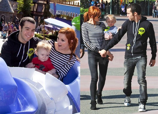 Photos of Ashlee Simpson, Pete Wentz and Bronx at Disneyland 2009-10-30 09:43:21