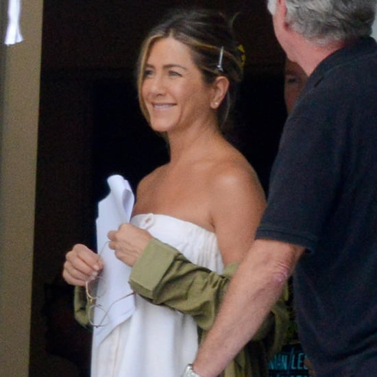 Jennifer Aniston on the Set of Mother's Day | Pictures