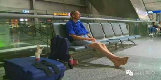 Man Waits 10 Days In Airport For Online Girlfriend Who Stood Him Up