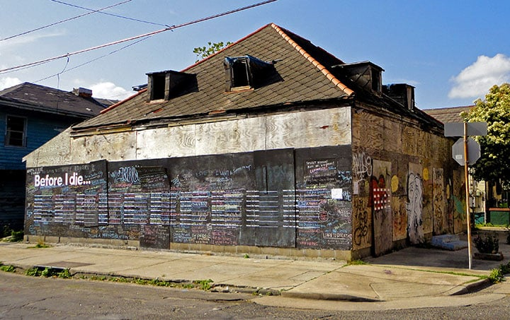 """The original New Orleans """"Before I Die"""" was posted on the side of an abandoned house.  Photo courtesy of CandyChang.com"""