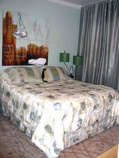 Su Casa: Modern Art Master Bedroom
