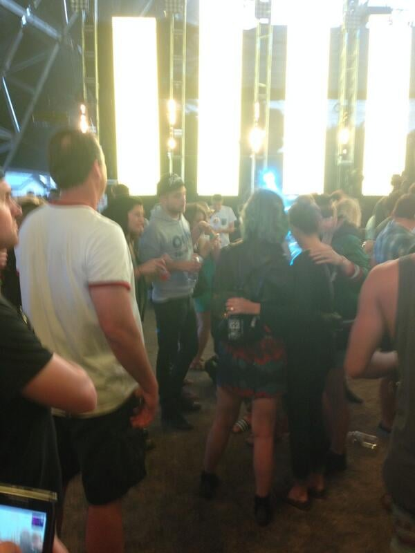 Robert Pattinson chatted with Katy Perry and a group of friends. Source: Twitter user kaybeetee
