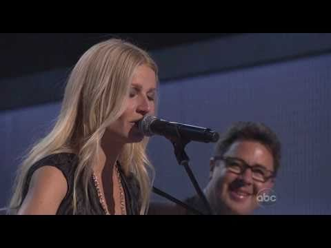 Video: Gwyneth Paltrow sings Country Strong live at the 2010 Country Music Awards in Nashville!