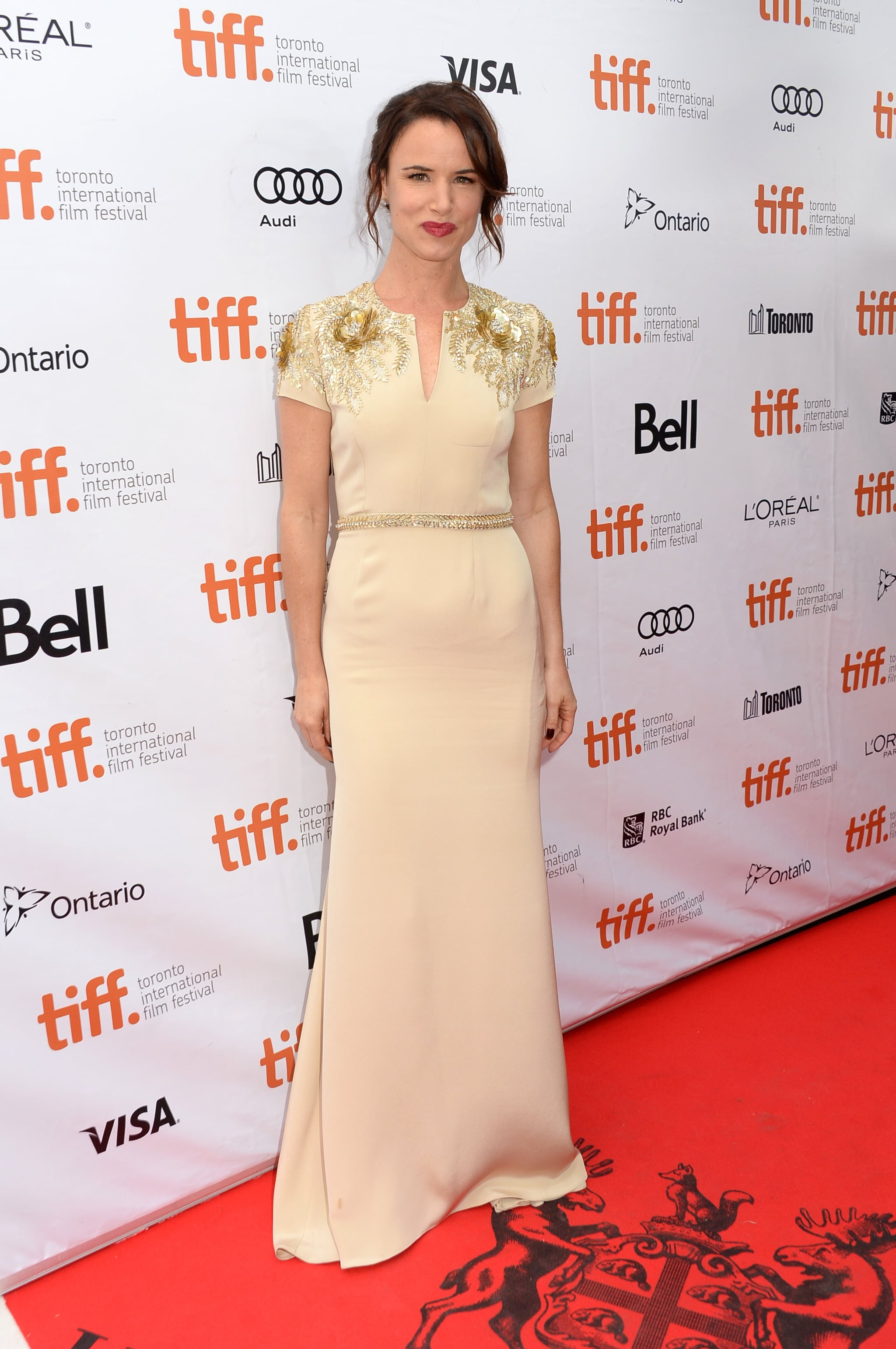 Juliette Lewis made an elegant appearance at the August: Osage County premiere.