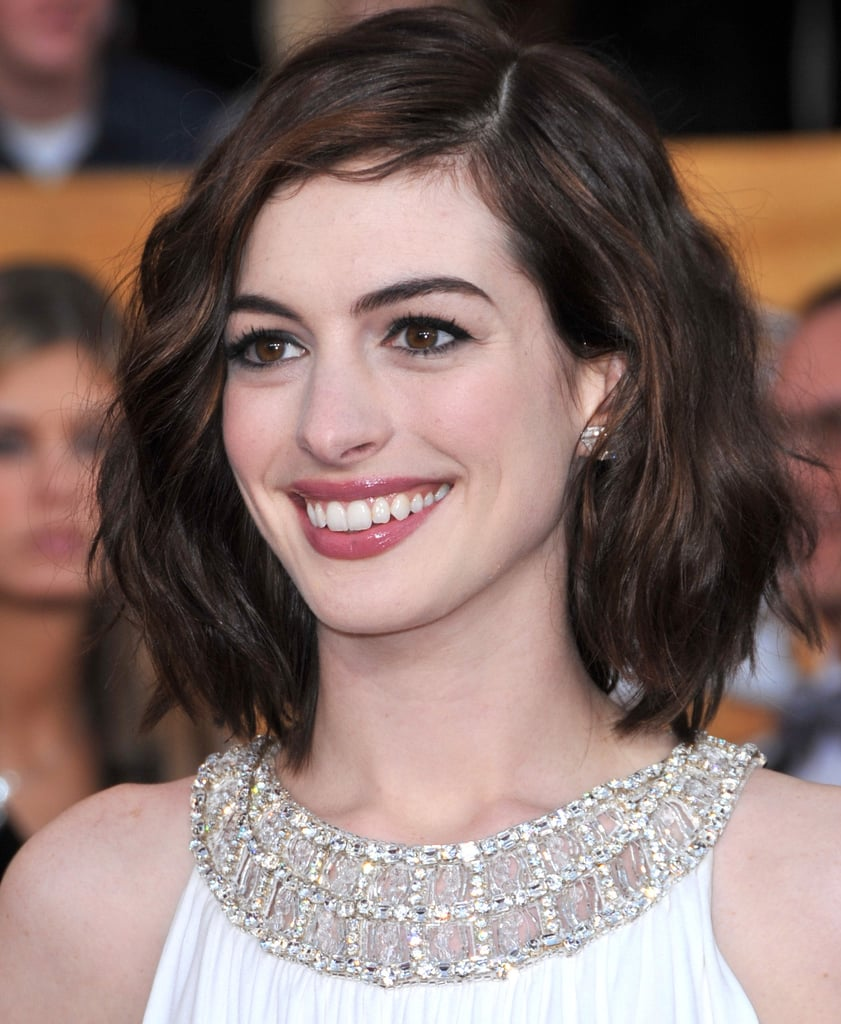 At the 2009 SAG Awards, Anne dressed up her long bob with some tousled waves. The shorter style showed off the sparkling neckline of her white Grecian-style gown.