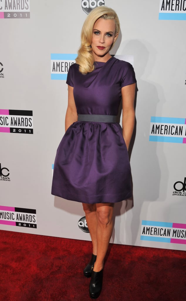 Jenny McCarthy kept her hands warm on the American Music Awards red carpet.