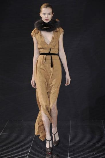 Fall 2011 Paris Fashion Week: Roland Mouret 2011-03-04 09:59:21