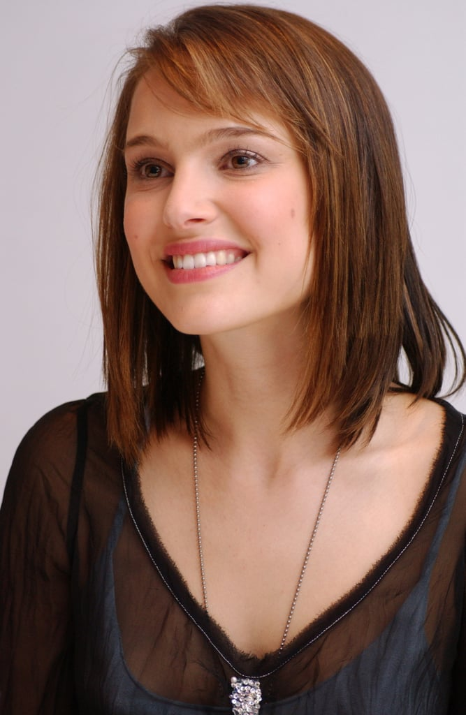 Later that year, Natalie sported an auburn cut and natural makeup at a press conference for Closer.