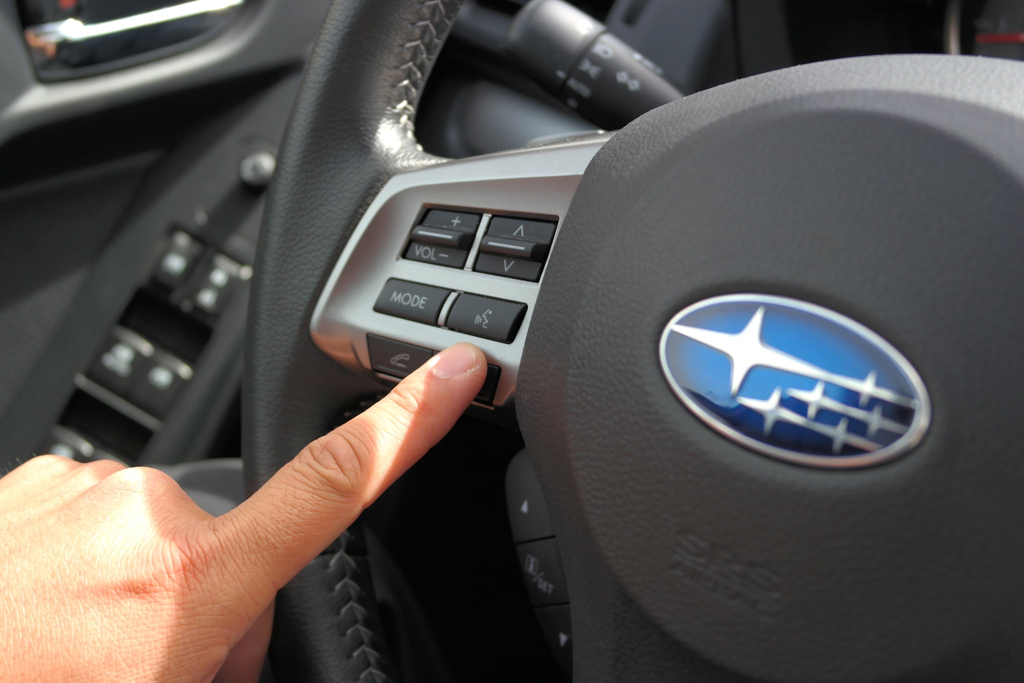The steering wheel can also enable voice control.