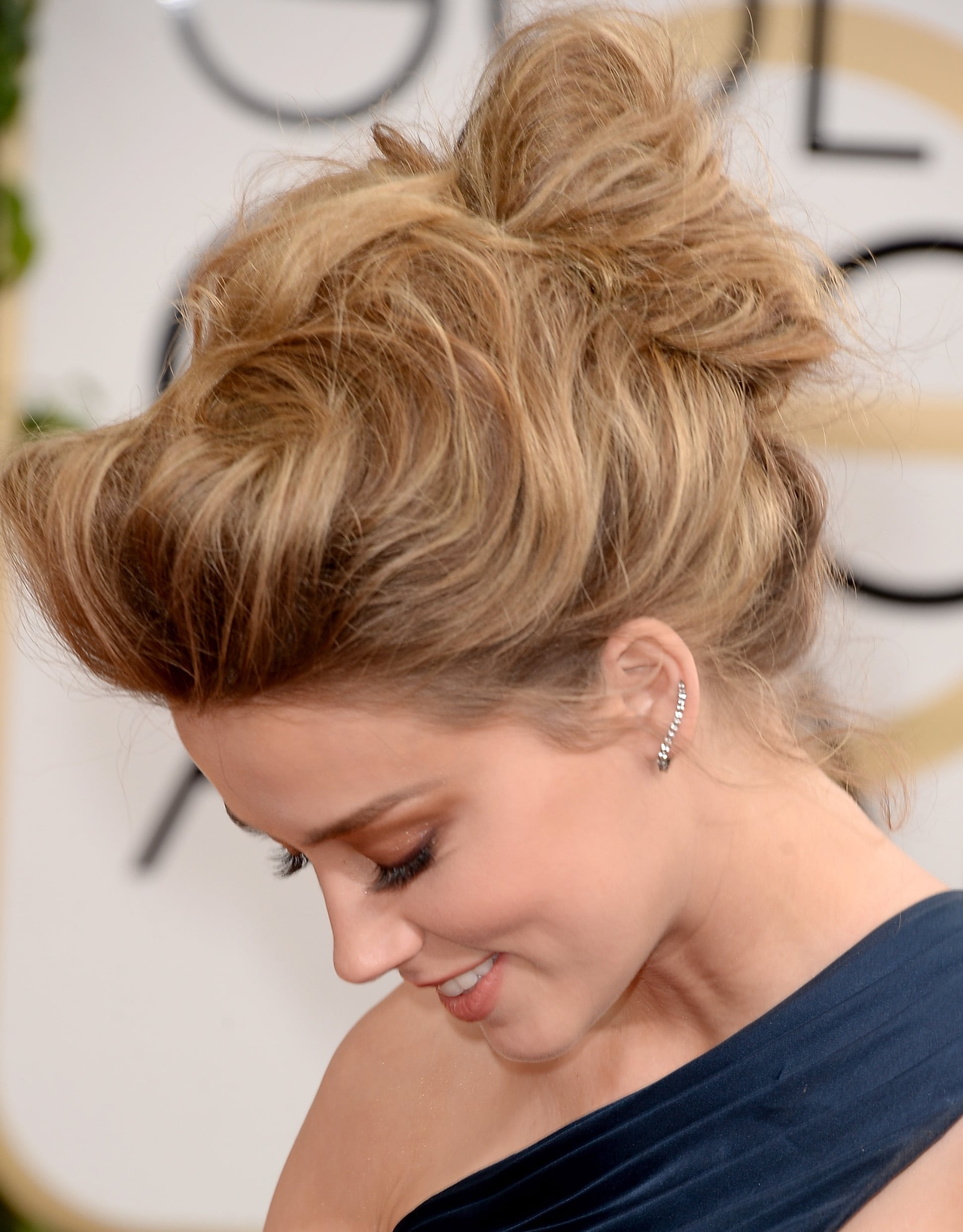 A side view of Amber's perfectly tousled 'do.
