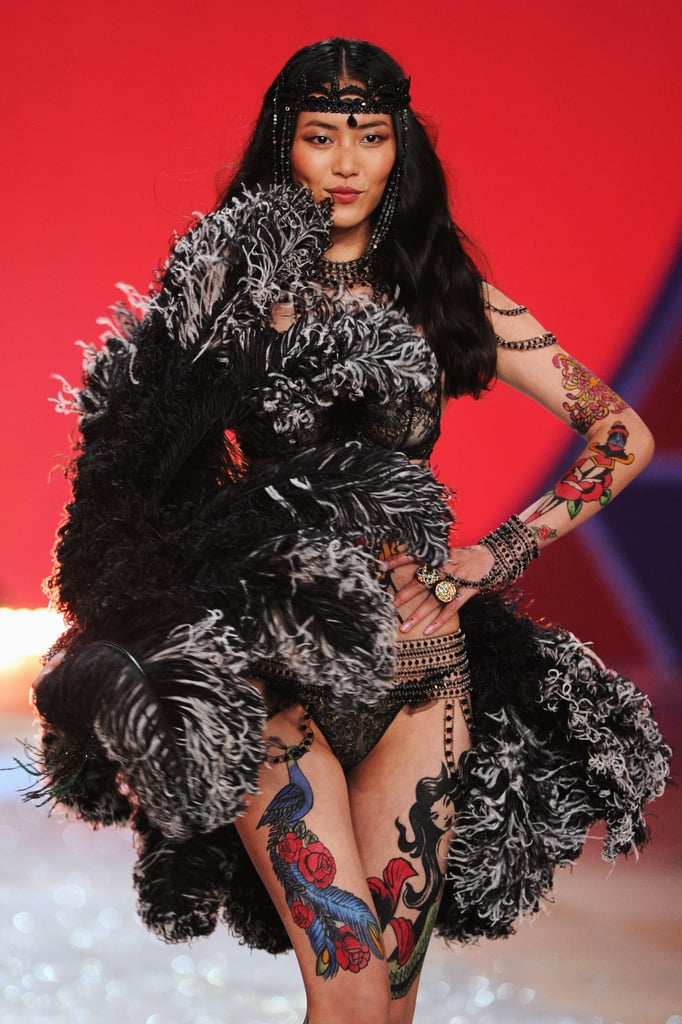 Liu Wen wore feathers on the runway.