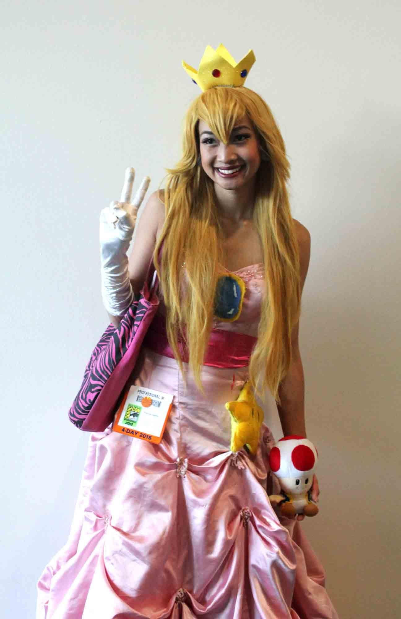Princess peach cosplay costume