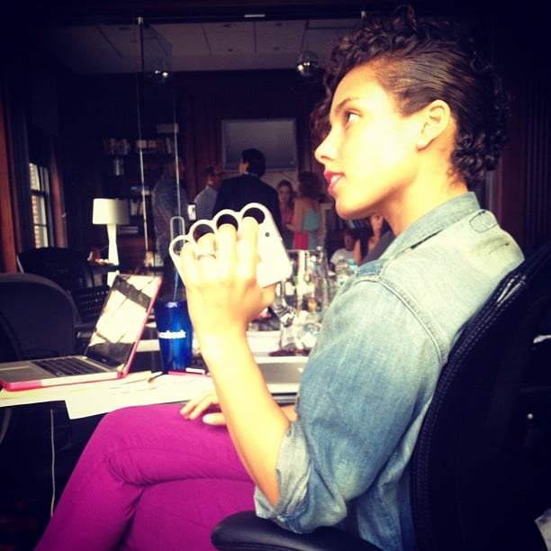 Alicia Keys did some fiddling during a meeting.  Source: Instagram user aliciakeys