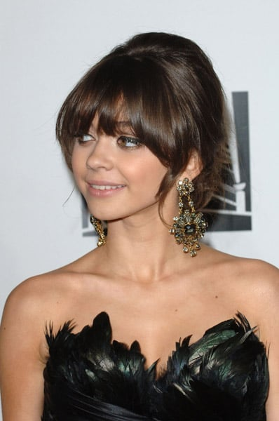 Sarah Hyland's ferocious feathers and chandelier earrings.