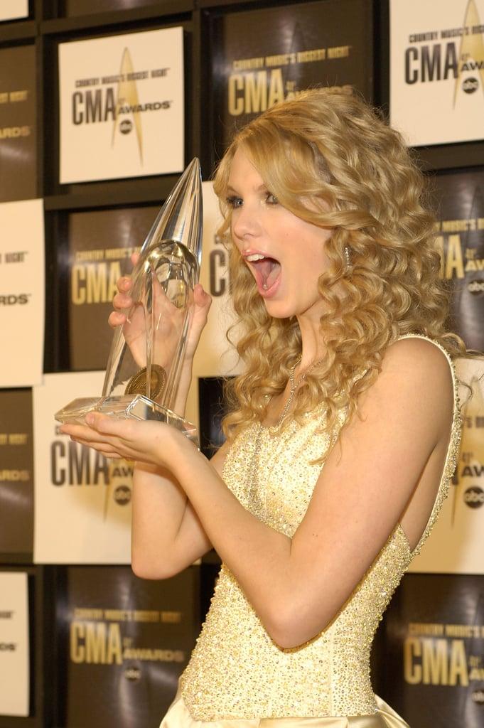 She celebrated her Country Music Award win in November 2007.