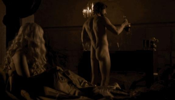Oh, what's that you say? One more Daario butt for the road? You're in luck.