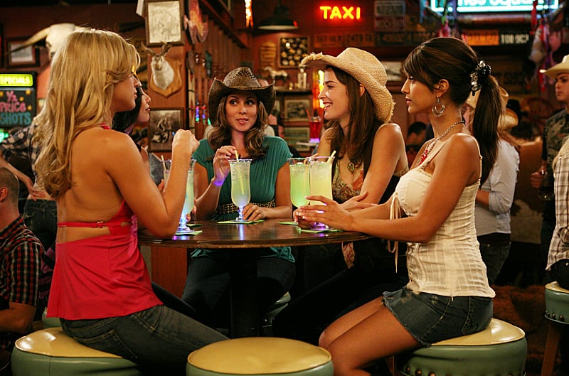 Remember when Robin joined the Woo! girls? She's just not one of them, but it's nice that she tries.