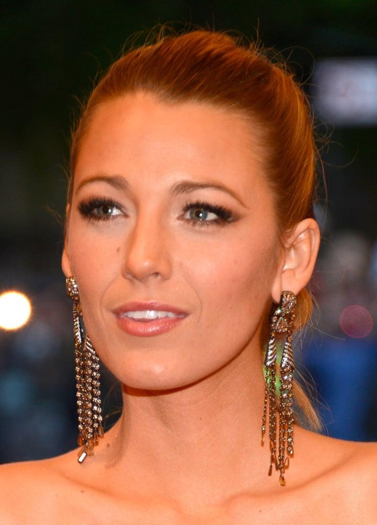 Blake Lively wore Lorraine Schwartz gold dangling earrings.