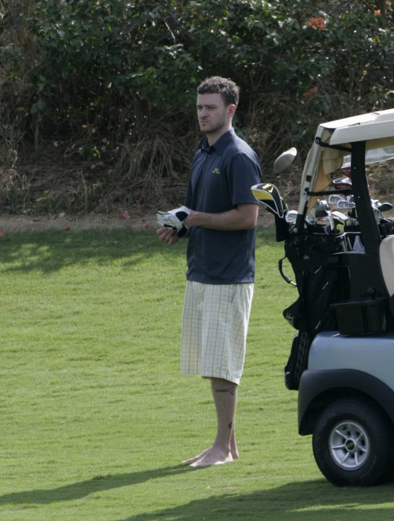 Justin Timberlake went golfing with friends in January 2009.