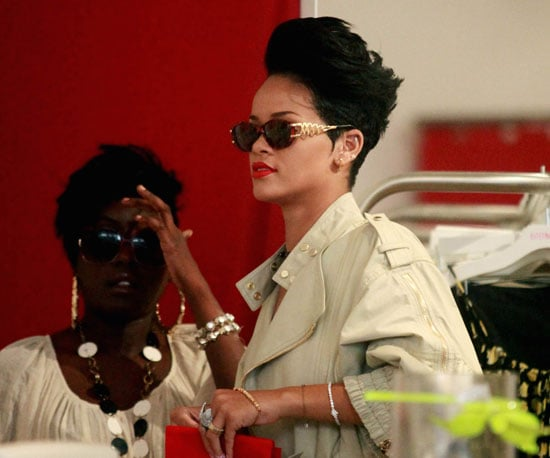 Photo Slide of Rihanna Shopping in NYC