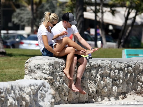 Michael-Bublé-wiped-his-wife-Luisana-Lopilato-feet-after-walk