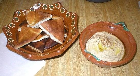 Reader Recipe: Hummus With Pita Chips
