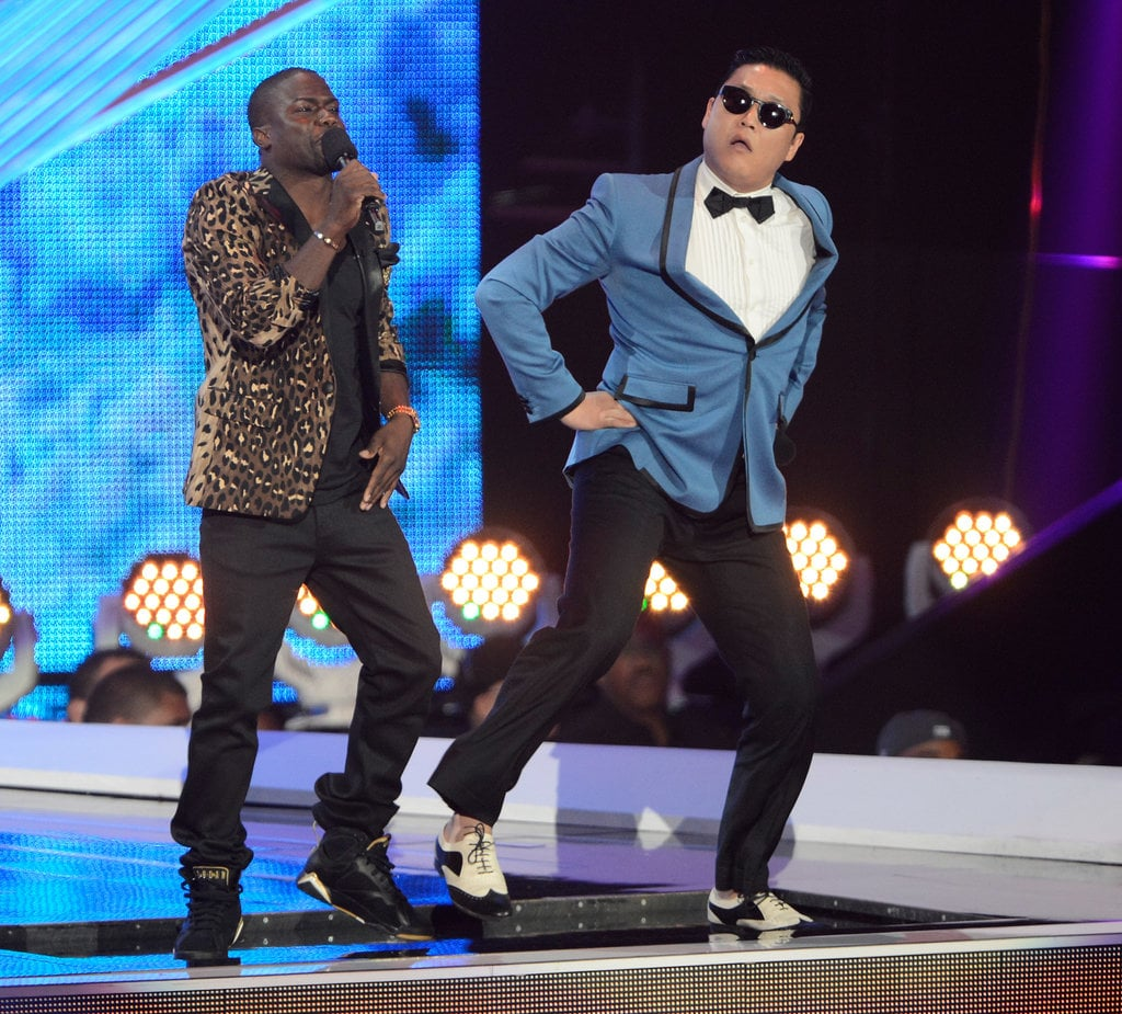 """2012 host Kevin Hart got into """"Gangnam Style"""" with Psy."""