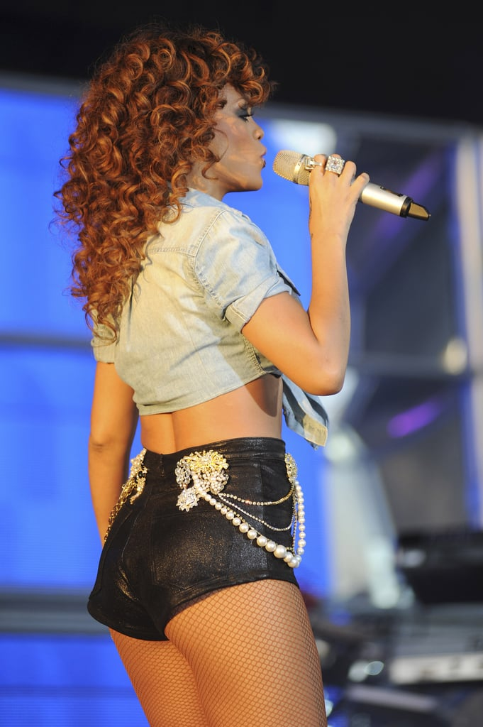 Rihanna gave the crowd a shot of her famous assets.