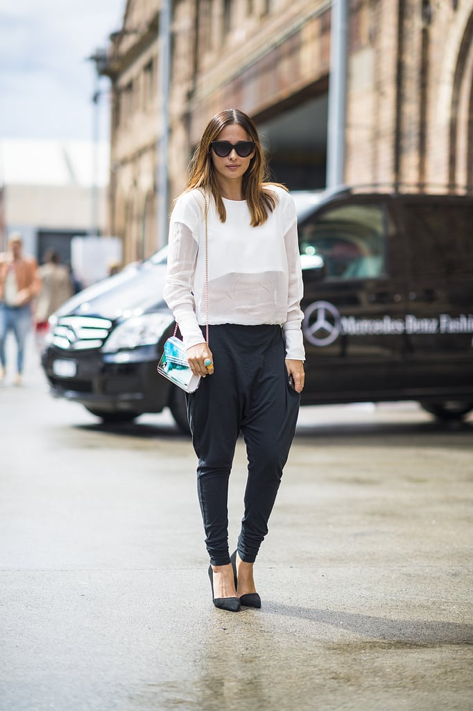 Proof that white and black — and even understated silhouettes — don't have to be boring. This showgoer pulled it all together with cool-girl shades, a pop of color on her bag, and a pair of posh pumps. Source: Le 21ème | Adam Katz Sinding