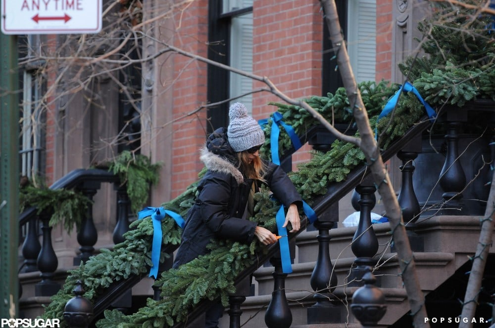 Sarah Jessica Parker decorated her home with a stylish blue ribbon.