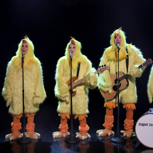 "Alanis Morissette Clucking ""Ironic"" With Jimmy Fallon"