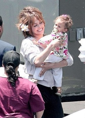 Lil Links: Jennifer Lopez Shows Off Daughter Emme!