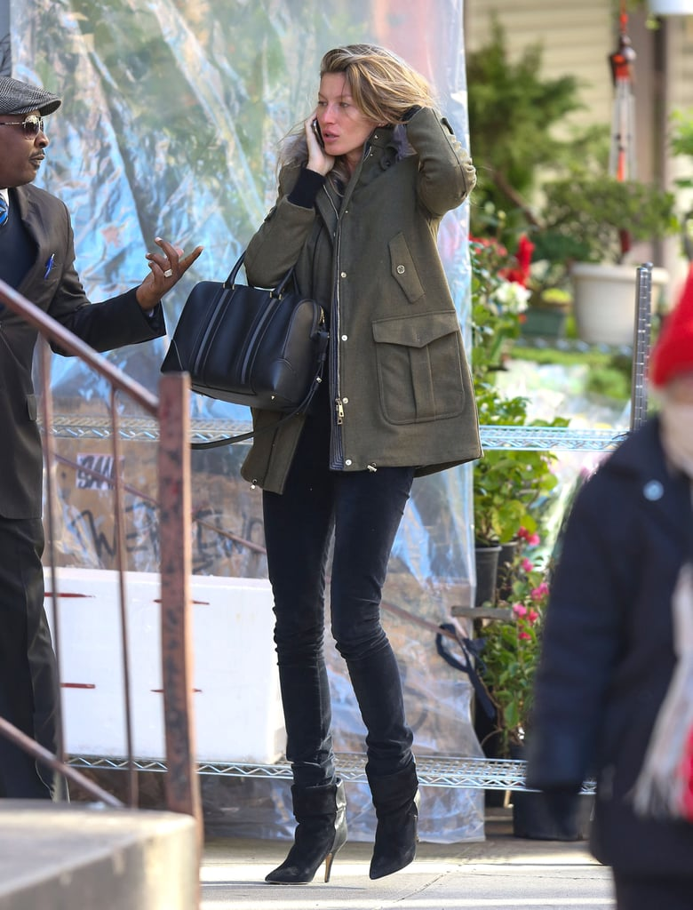 Wintry weather was no cause for Gisele Bündchen to dress down. Instead, she topped off her anorak and skinnies with luxe accessories.