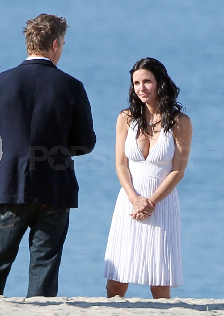 Courteney Cox chatted with her costars between scenes.