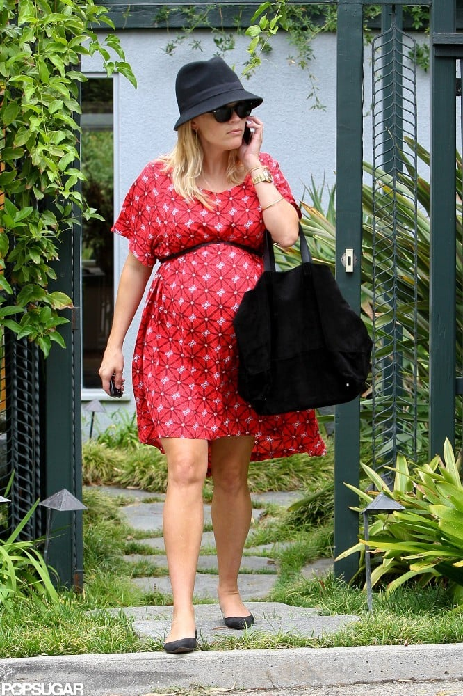 Pregnant Reese Witherspoon ran errands.
