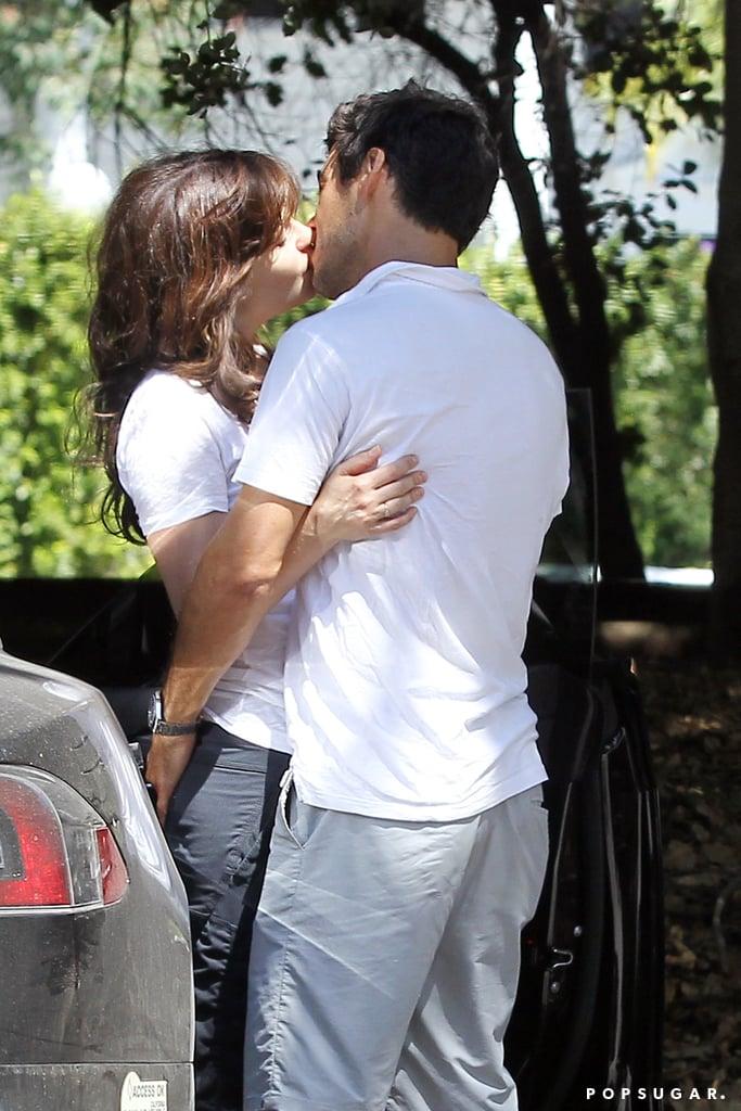 Zooey Deschanel gave boyfriend Jacob Pechenik a sweet kiss in LA on Saturday.