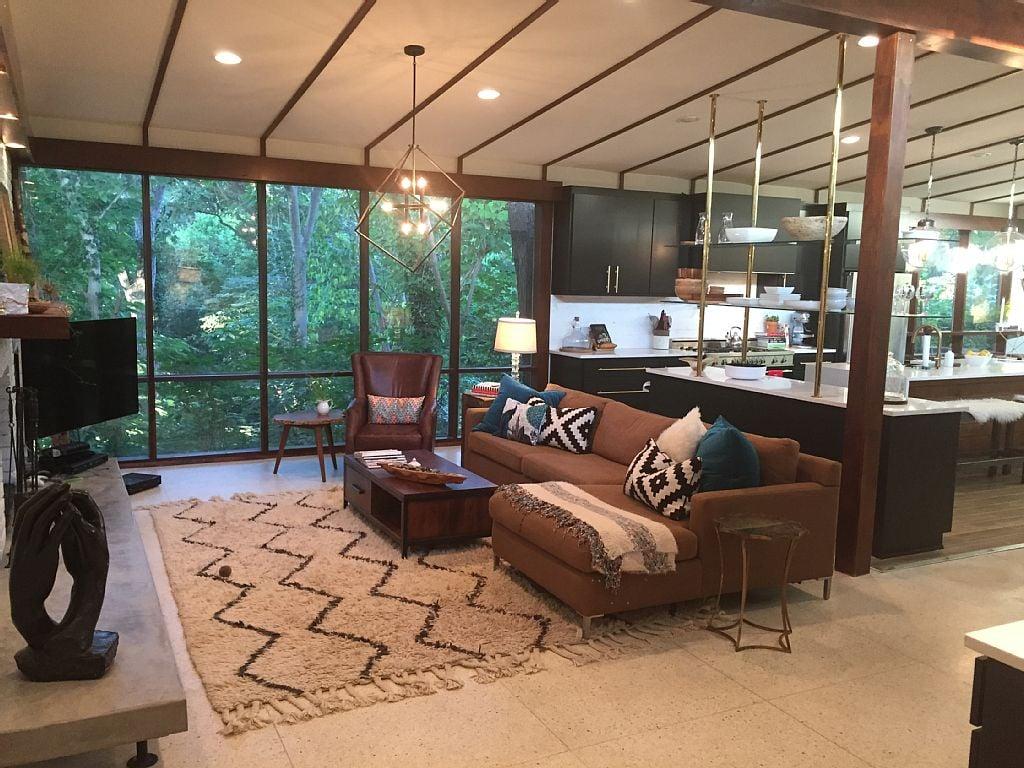hgtv fixer upper homes available for rent on homeaway popsugar home. Black Bedroom Furniture Sets. Home Design Ideas