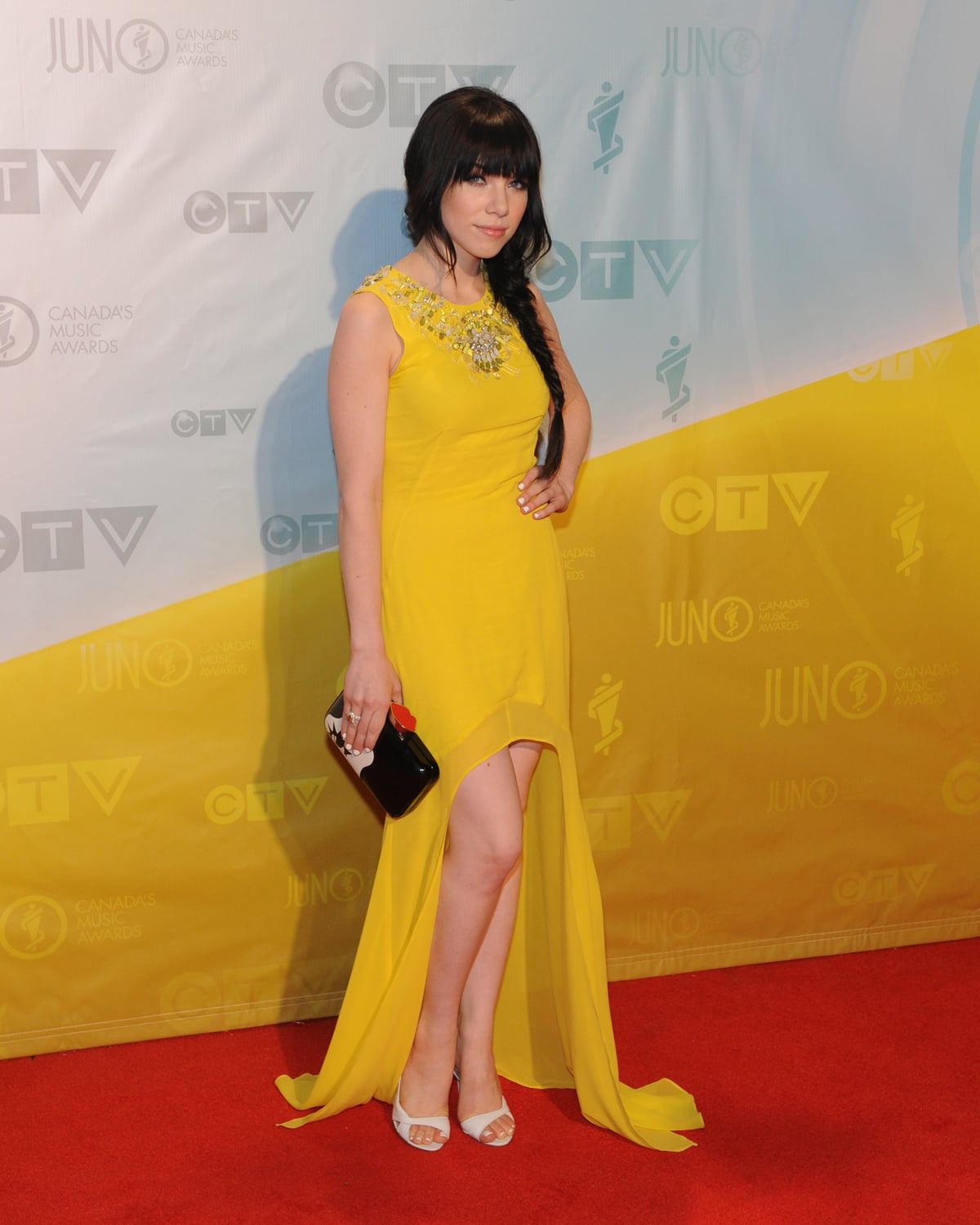 Carly Rae Jepsen walked the red carpet at the 2013 Juno Awards in Canada.