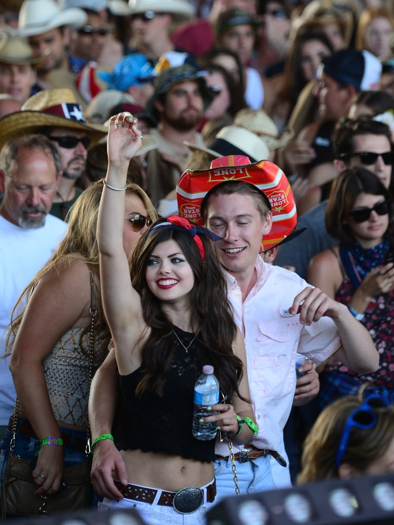 A couple enjoyed the music of Stagecoach.