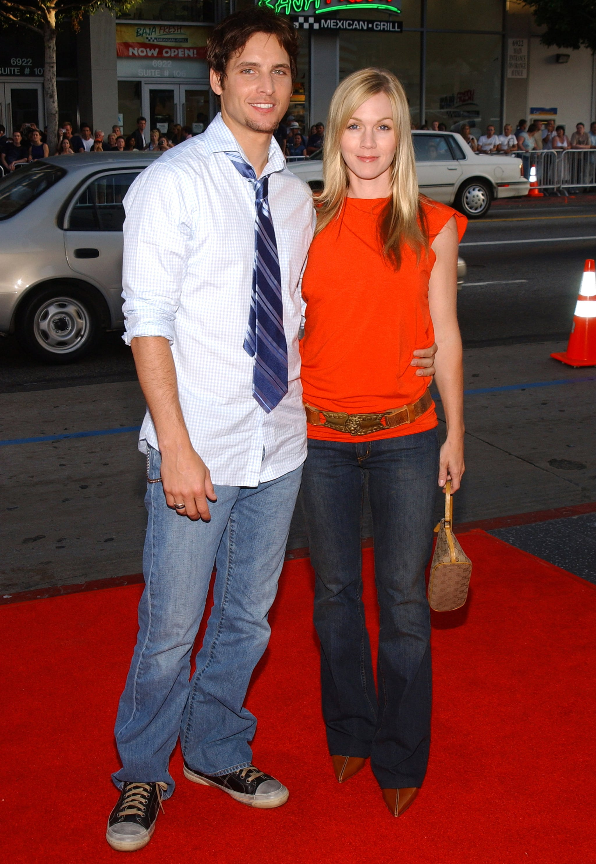Peter Facinelli and Jennie Garth attended LA's Six Feet Under premiere in June 2004.
