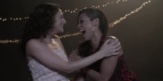Watch Jenny Slate And Rosario Dawson Share The Perfect New Year's Kiss
