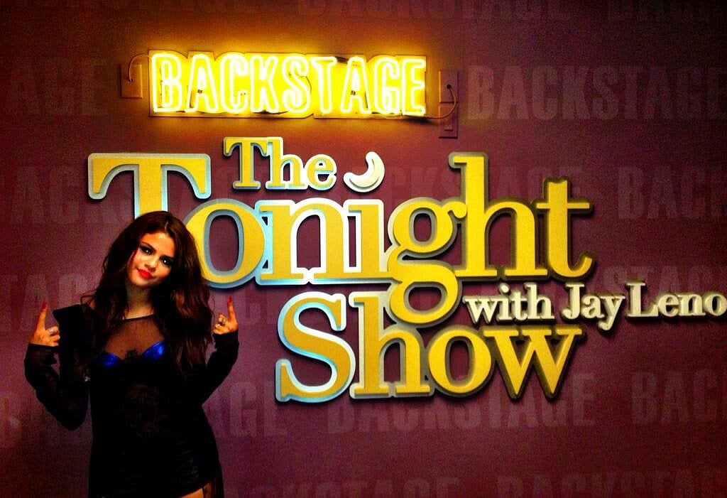 Selena Gomez performed a song on The Tonight Show With Jay Leno on Tuesday evening. Source: Twitter user selenagomez