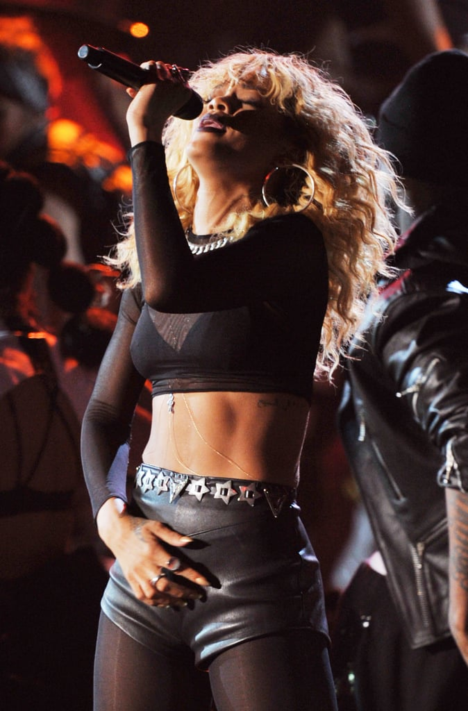 Rihanna showed off her six-pack while performing.