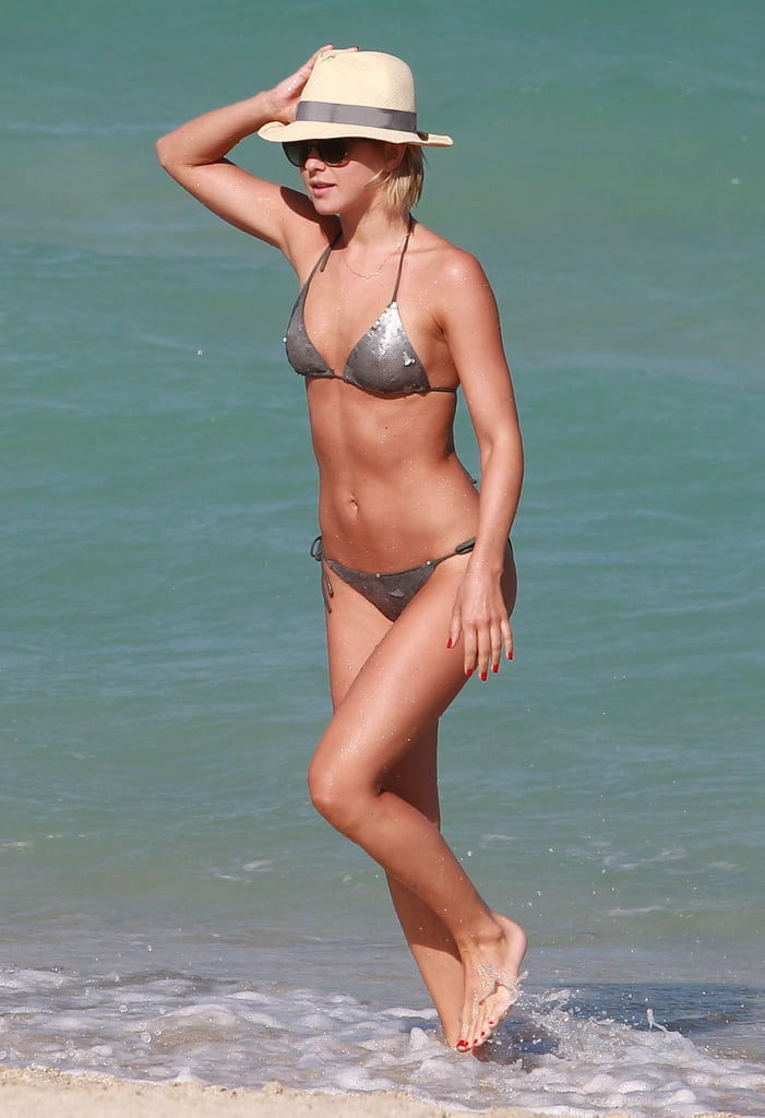 Julianne Hough showed off her flawless abs poolside in Miami in April 2013.